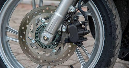 Đĩa xe máy bị vênh làm cho phanh đĩa bị kêu
