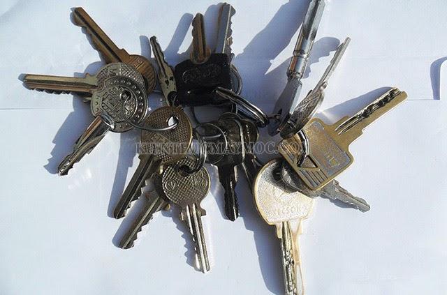 Không đeo quá nhiều chìa khóa vào ổ xe máy