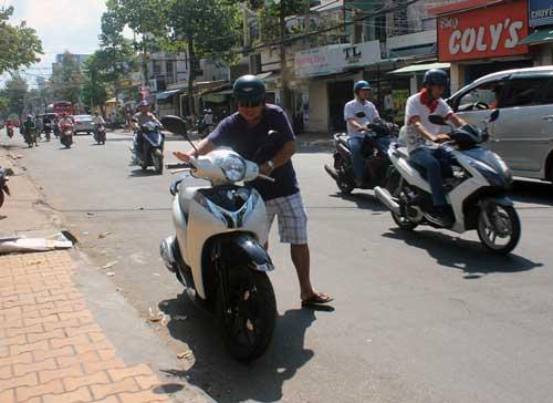 Khắc phục sự cố xe máy bị chết đột ngột khi giảm ga