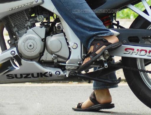 Khắc phục nhanh tình trạng xe máy bị kẹt số tránh ảnh hưởng đến giao thông