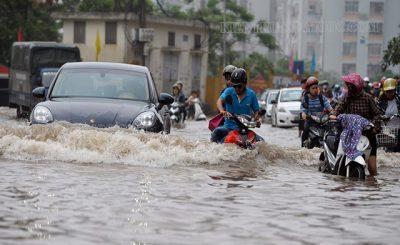 Xe máy dễ bị vô nước trong mùa mưa lũ