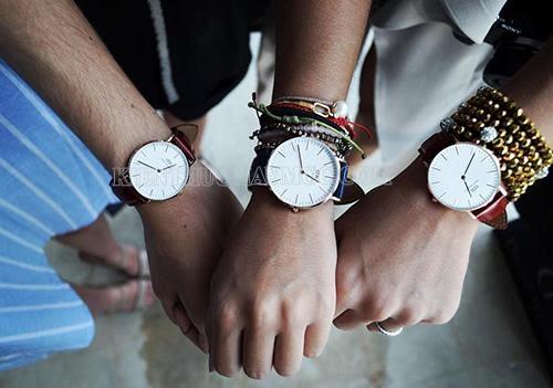 Size đồng hồ và chi tiết ở mặt đồng hồ