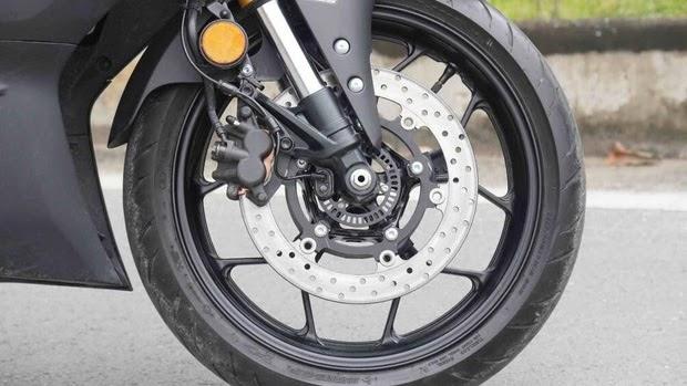 Bố thắng đĩa là một bộ phận của phanh đĩa xe máy