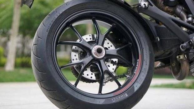thay lốp xe máy hết bao nhiêu tiền