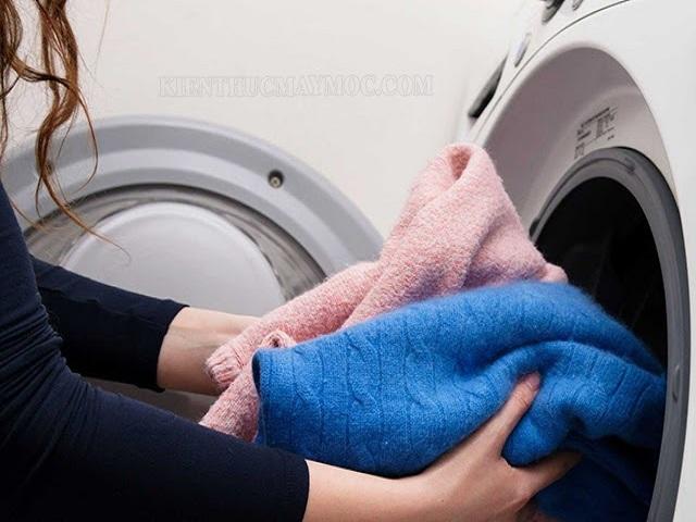 Cách giặt áo dạ bằng máy giặt không bị xù lông