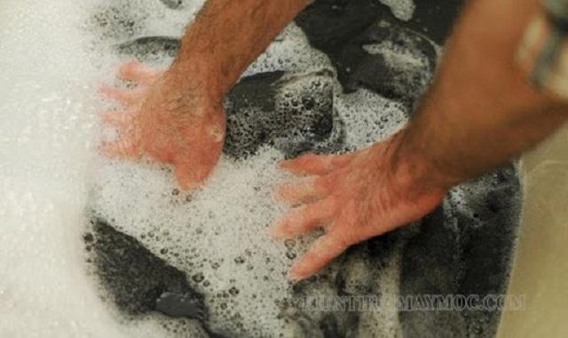 Cách giặt áo dạ bằng tay đơn giản
