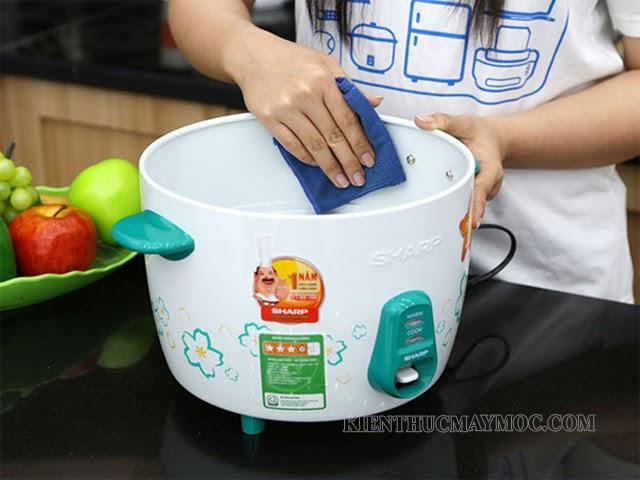 Phương pháp làm sạch nồi cơm điện nắp rời