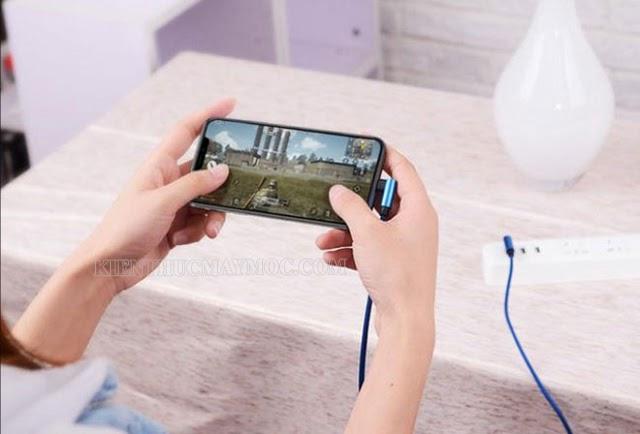 Không nên sử dụng điện thoại khi đang sạc pin