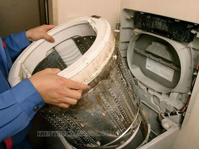 Không vệ sinh máy giặt định kỳ sẽ gây ra mùi hôi trong máy giặt