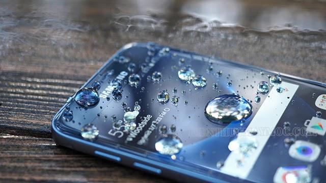 Lỗi màn hình điện thoại bị sọc do va đập, nước vào