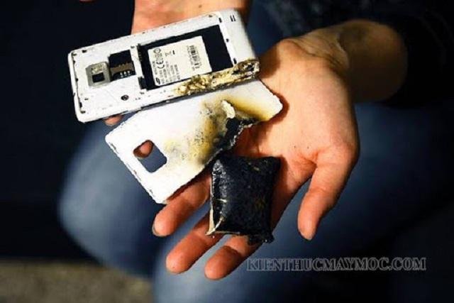 Nguy hiểm vì điện thoại bị nóng khi sạc pin