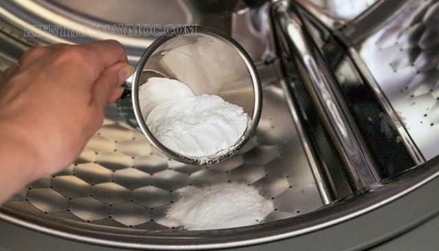 Vệ sinh máy giặt bằng baking soda kết hợp với giấm