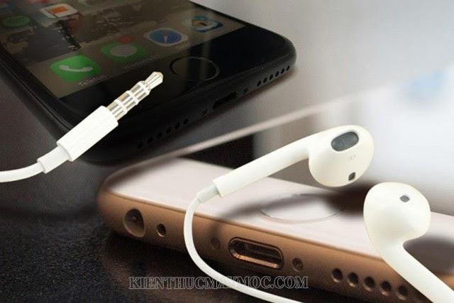 Tại sao điện thoại không nhận tai nghe?