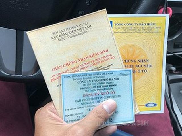 kiểm tra giấy tờ khi mua xe