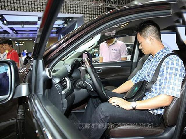 kiểm tra nội ngoại thất xe